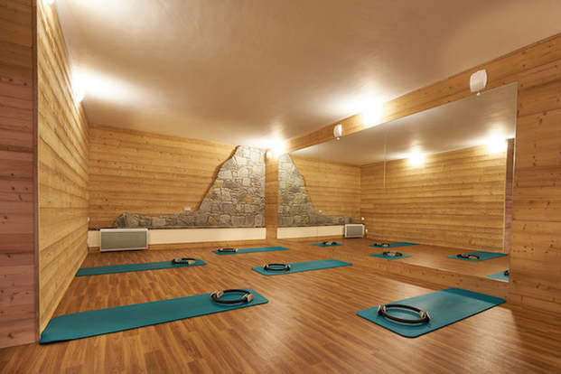 Image of ypga mats on panel floor at Aiglon Morzine spa and fitness centre