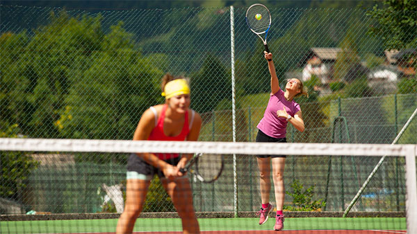 Image of tennis players in Morzine during summer