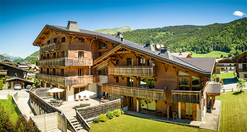 Image of Aiglon Morzine building and surrounding mountains