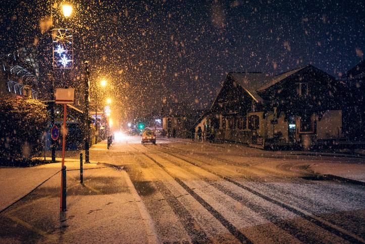 Image of a snowy night street in Morzine